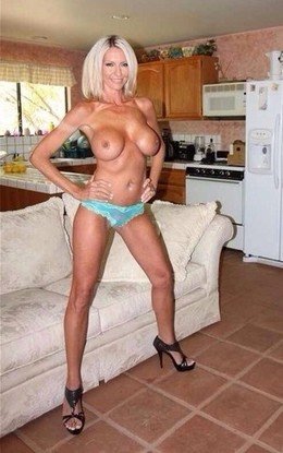 Hot blonde mommy in a hot novice..