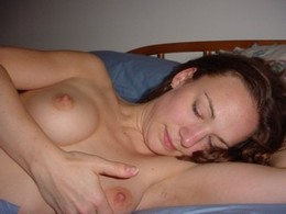 Beautiful wife posing naked after hot..