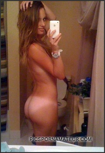 Girl with nice ass selfie for